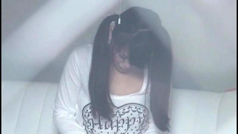 小○生の自宅をカーテンの隙間から隠し撮りしてたらオナニーを始めた!あどけないオマ○コを夢中で弄りながら腰をガクガクさせてるとっても貴重な瞬間が撮れちゃいました!!|無料エロ画像17