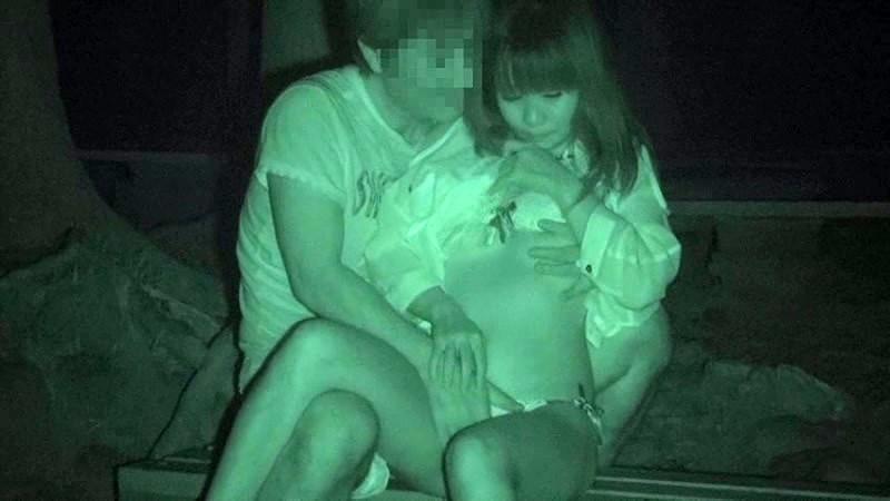 ハメを外して青姦している客を覗き続けているキャンプ場管理人の本物盗撮映像 1