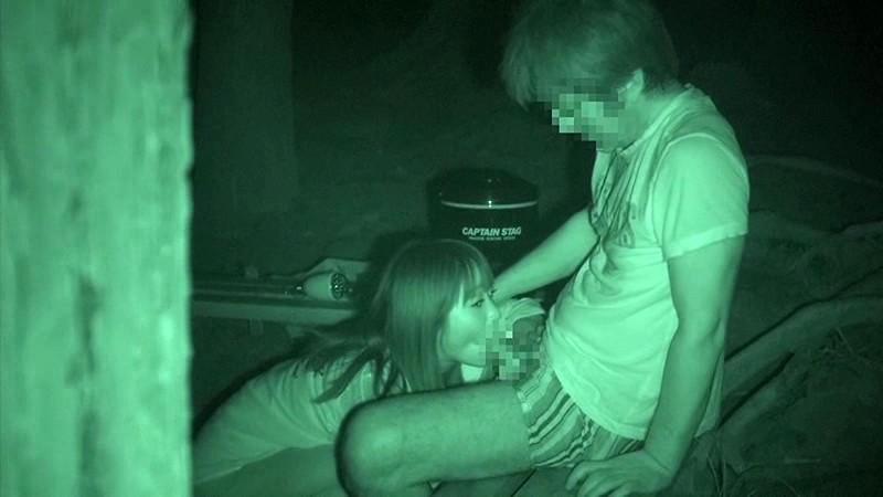 ハメを外して青姦している客を覗き続けているキャンプ場管理人の本物盗撮映像 2