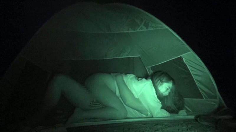 ハメを外して青姦している客を覗き続けているキャンプ場管理人の本物盗撮映像 4