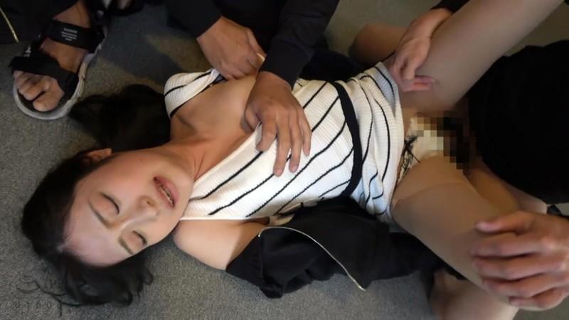 保育所帰りの人妻尾行押し込み母乳二穴レ●プ映像8