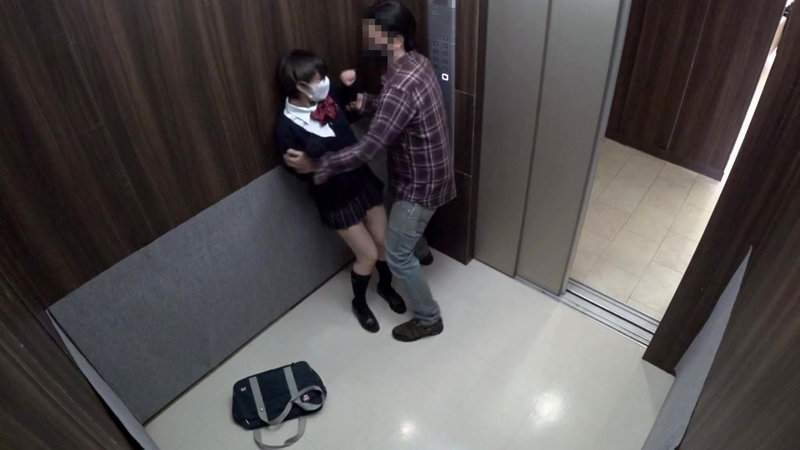 女子○生尾行エレベーター痴●わいせつ映像8
