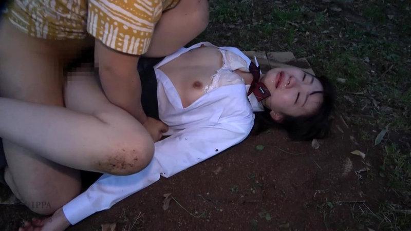 帰宅途中の女子○生を狙った尾行鬼畜野外レ●プ映像 画像18