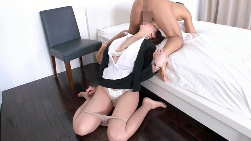 絶頂中も無意識的にスーツの汚れを気にしてしまう女子力。OL社内密交4時間 画像12