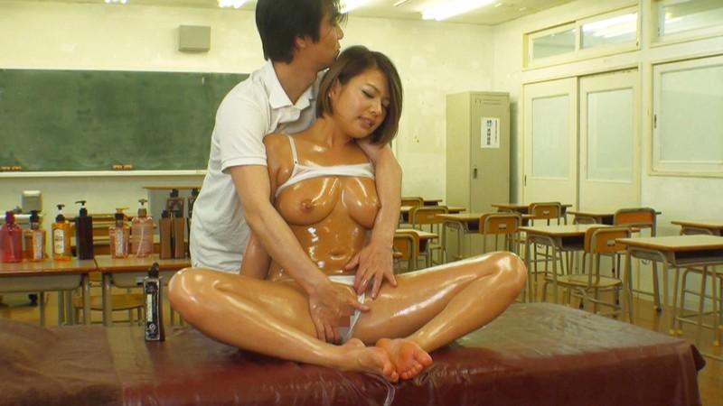 教室でオイルマッサージ?!部活に勤しむ清らかな女子校生がヌルヌルオイルで性感帯を敏感にさせられて悪徳エスティシャンの魔チンにイキ狂いメス堕ち!「お願い!誰も来ないで~!」 の画像8