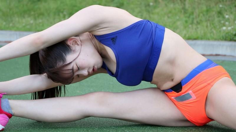 陸上ハードル・インターハイ全国大会出場のスレンダーなのに神くびれGカップ美少女、鮮烈AVデビュー 仲村奈緒 18才 画像3