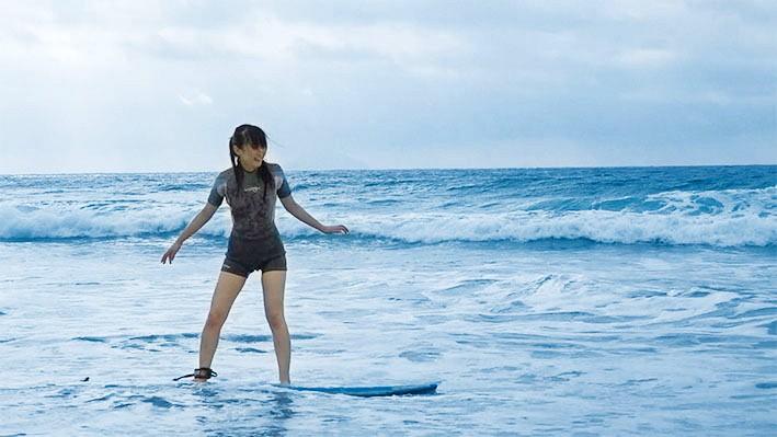 夏だ!海だ!サーフショップで働く超絶可愛い美少女がまさかのAV出演! 画像1
