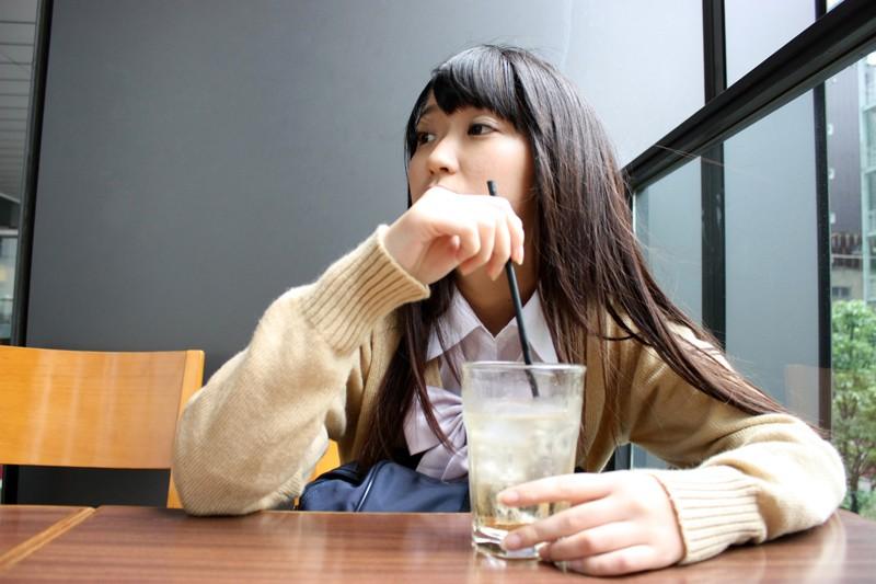 【エロ動画】制服姿のJK美少女の、カーセックス口内射精フェラ抜きプレイがエロい!!