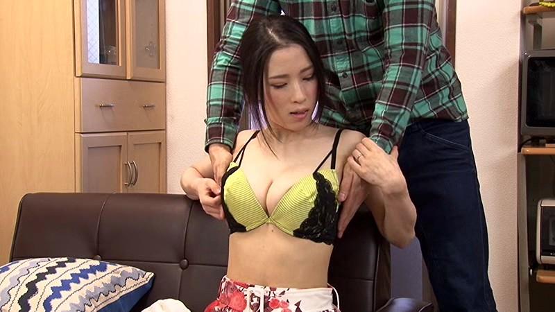 マンションの隣の部屋に住む性欲過剰の肉食巨乳人妻は馬乗りになって地方から引っ越してきたばかりのウブな上京大学生のボクをむさぼり喰う!! サンプル画像 2