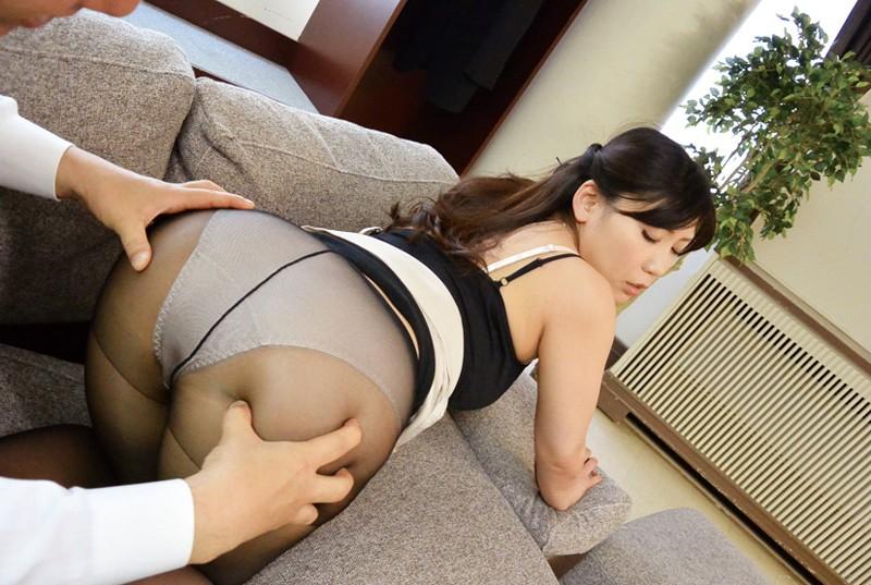 巨乳美脚キャリアの逆セクハラ〜部長はセックスモンスター 藤下梨花 1枚目