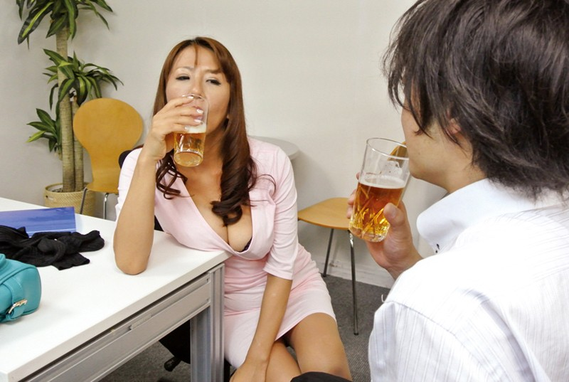 巨乳美脚キャリアの逆セクハラ〜部長はセックスモンスター 藤下梨花 11枚目
