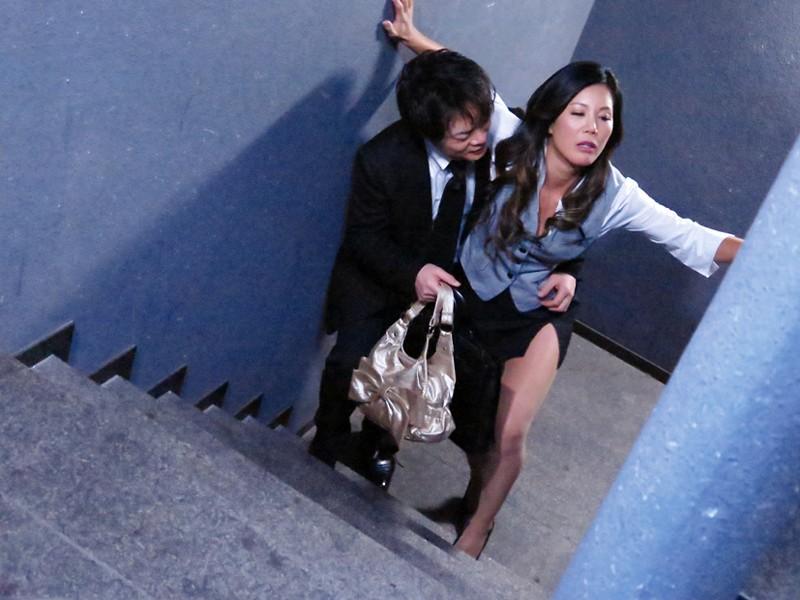 元ヤン アラフォー ヤンキーOLの逆セクハラオフィス 「早く、チ○ポ出せよ!」 片瀬仁美 10枚目