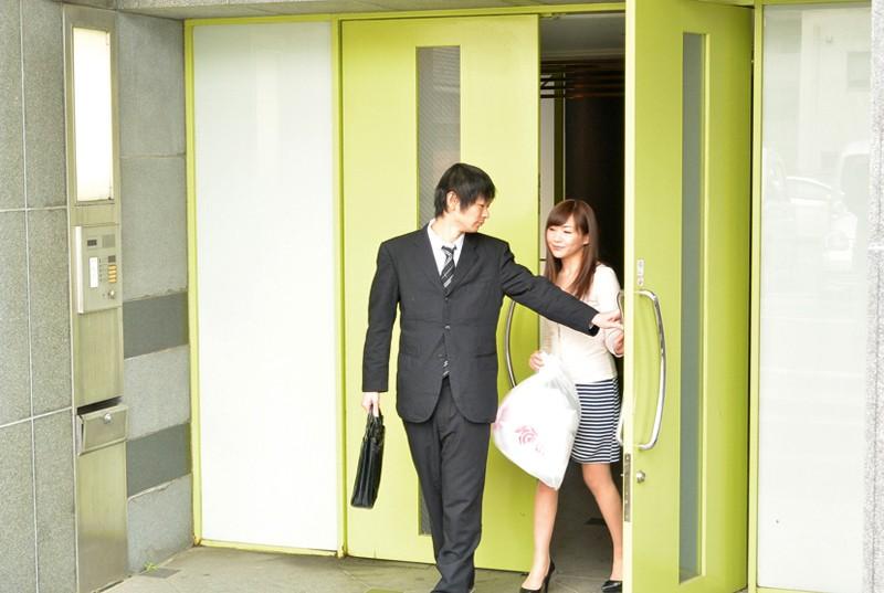 お義父さん、「妊娠してもかまわない。」中に出して! 息子の嫁に中出し 加納綾子 の画像1