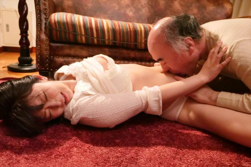 献身…義父への肉体介護 汚される幼な妻 浅田結梨 キャプチャー画像 4枚目