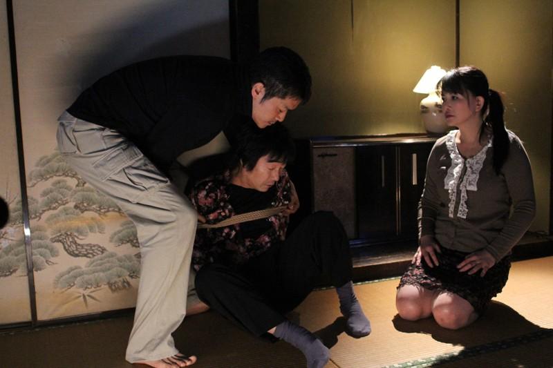 犯されて…。〜ある美熟女妻と逃亡犯の物語〜 浅井舞香 8枚目