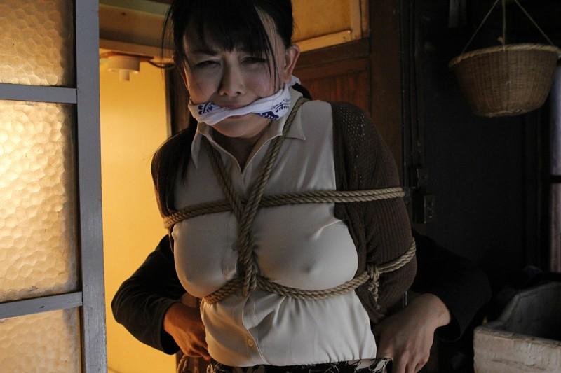犯されて…。〜ある美熟女妻と逃亡犯の物語〜 浅井舞香 9枚目