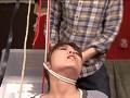 首を吊り上げ絞め喉仏を潰すsample9