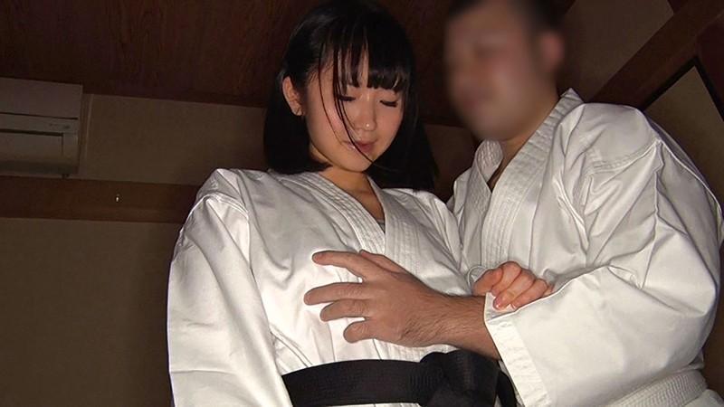 空手歴10年!!デカ尻美少女格闘家 浅田結梨 19歳 身長150cm Fカップ(90cm) ヒップ95cm 6枚目