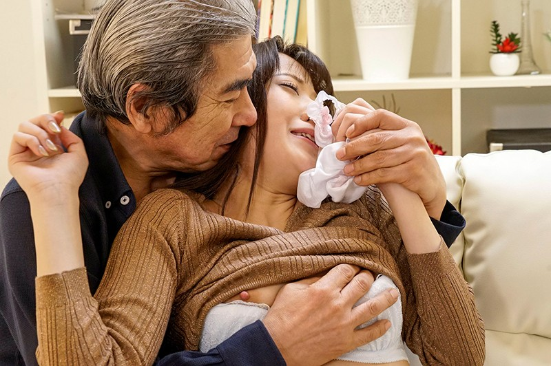 夫の横で義父に犯●れる清楚な妻 希のぞみ キャプチャー画像 8枚目