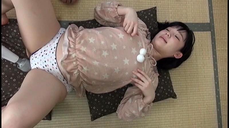 ロリで貧乳の、姫川ゆうなの乳首責め近親相姦パンチラ無料エロ動画。【電マ動画】