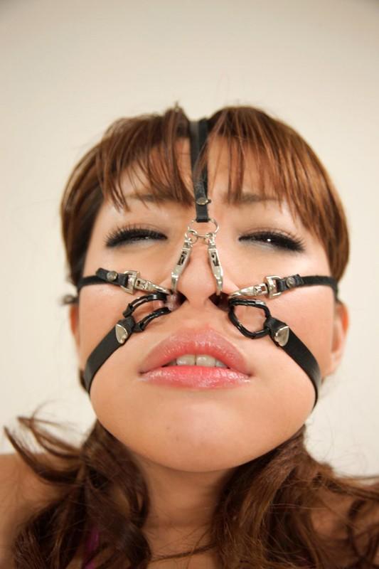 臭痴顔面変形-唾液と女体を楽しんで顔を嬲る- 桜庭彩 画像1