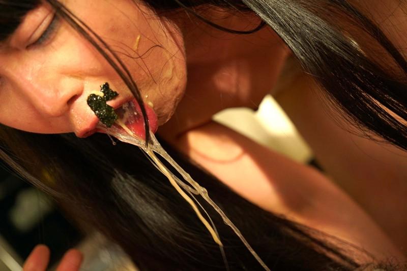 喉の奥までペニ挿入に歓喜する変態カップル キャプチャー画像 11枚目