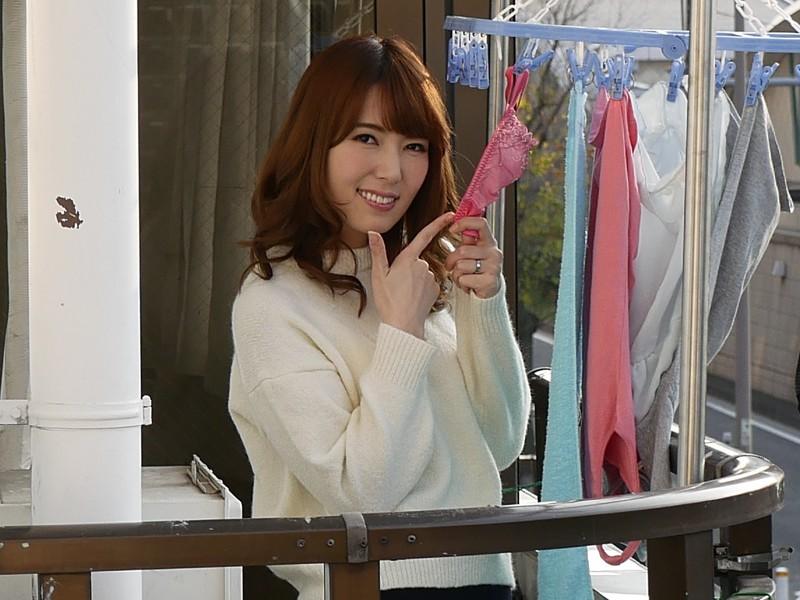 お隣さんから風でとばされてきたパンティを届けたら無防備な姿の美しすぎる人妻が出てきて… 波多野結衣 6枚目