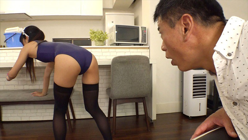 VRTM-476 Studio V&R PRODUCE - I Came And Cleaned Up That Old Man's House And Made It Nice And Tidy... This Y********l Was Full Of Innocence And Purity And Wanted To Make Some Money So She Cleaned House While Wearing A School Swimsuit And Knee-High Socks And big image 3