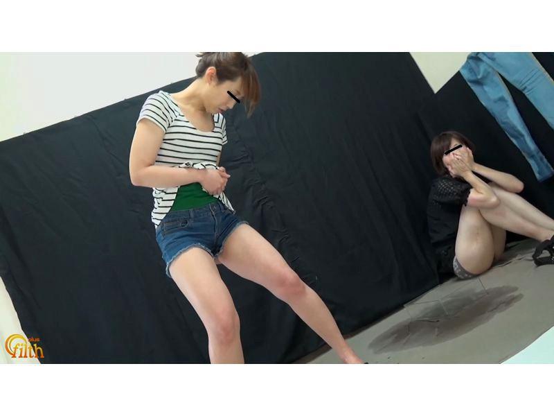 おしっこガマン極限対決 ショートパンツ娘VSピッタリスキニ―女 お漏らし勝負 6枚目