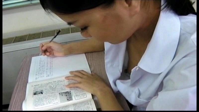 裏流出女子校教師が撮影した 女子校生のはじける乳房胸チラ盗撮 画像14