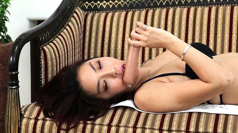 刺激快感エクストリーム#01 極太ソーセージを頬張る女/韓国人レズビアン