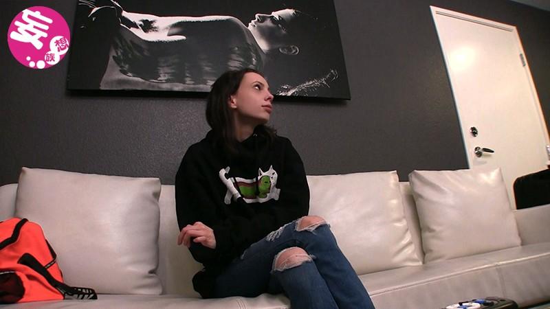ラスベガスでナンパしたミニマムバレリーナ候補生が自慢の軟体フィストを披露してくれたのでお金で口説いて勝手にAVデビューアリア(19歳) 2枚目