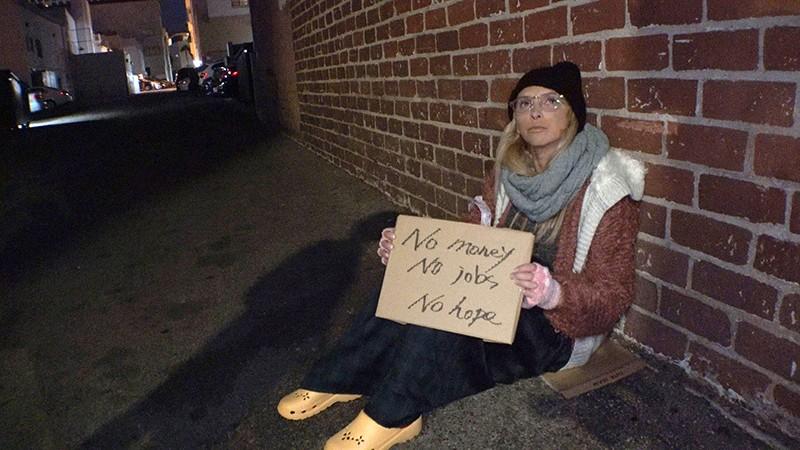 ロスでナンパしたホームレスが美人でしかも巨乳だったので生活費稼ぎにAV出演 アリックス(28歳) 1枚目