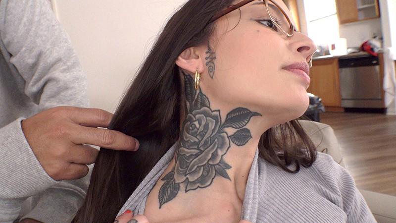 ロスでナンパした意識高い清楚系美人秘書が服を脱げば綺麗な刺青の洗練ボディで淫乱ビッチに豹変AV出演 ヴァネッサ(27歳) 2枚目