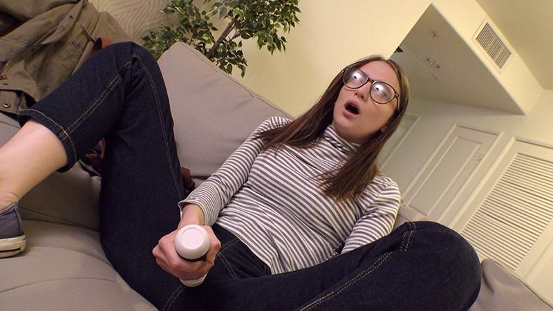 ロスでナンパした地味系メガネっ子フリーターが実家が貧乏、一肌脱ぐと決死の覚悟で緊張しまくりAVデビュー イジー(22歳)4