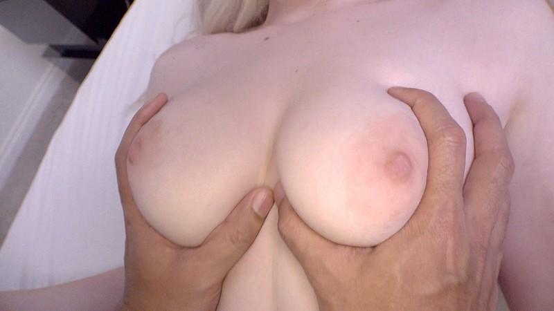 ロスでナンパした笑顔の素敵な陽キャ女子大生が透明感美肌と卑猥なピンク乳首が卑猥すぎて軟体SEX生ハメ中出しAV出演 リリー(21歳)11