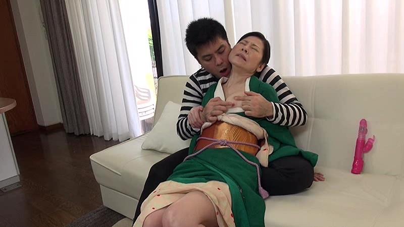 生け花の先生 お仕事よりも孫の肉体の虜になる還暦の好色お師匠さん 秋田富由美 無料エロ画像4