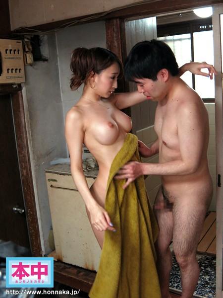 丁寧にタオルで拭くようにM男に指示する蓮実クレア