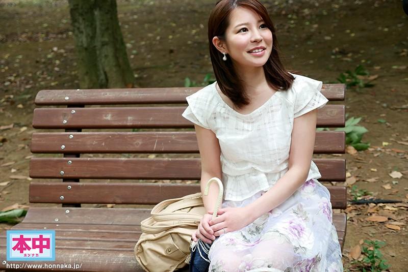 結婚してまだ一ヶ月の新婚だけど…夫に内緒でAVデビュー!! 綾乃千晶 1枚目