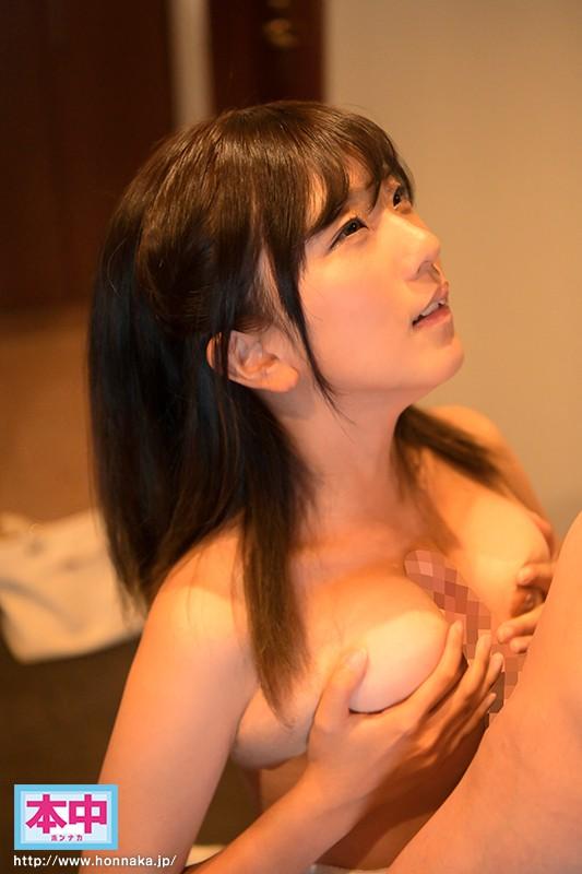 恥ずかしがり屋の巨乳女子大生年上男性と初めての濃密ナマ中出し 松井悠 2枚目
