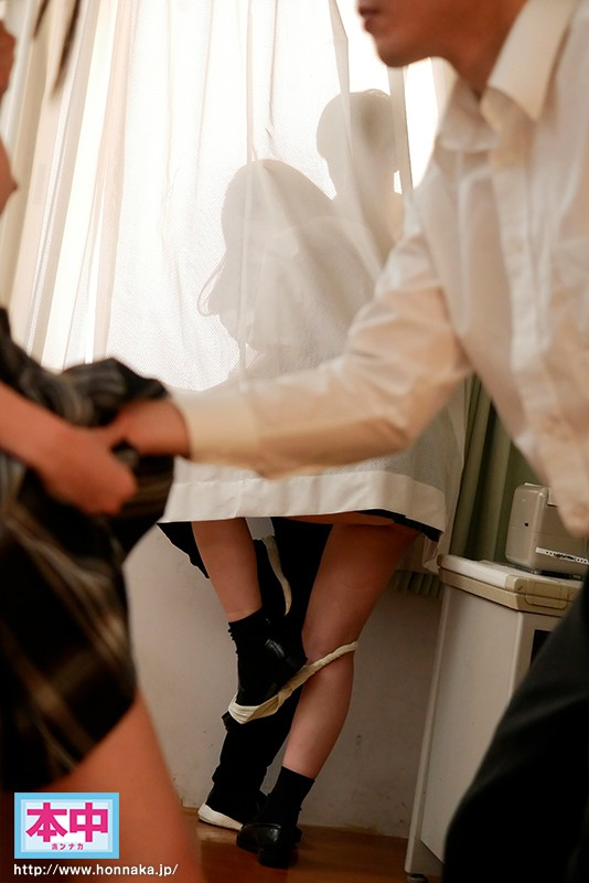 こっそりカーテンの中で密着サイレント性交… 薄いカーテン1枚の中で密着ピストン中出ししまくった青春時代 美谷朱里 キャプチャー画像 6枚目