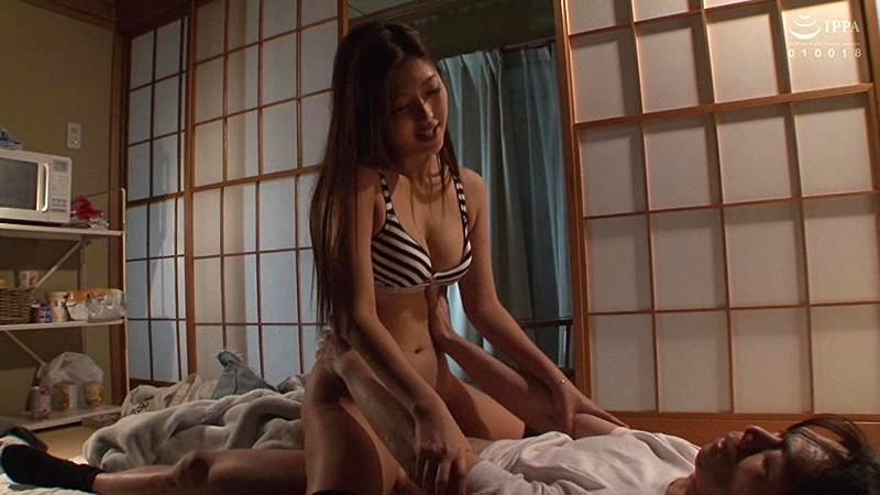 水川スミレの騎乗位で膣奥に挿入