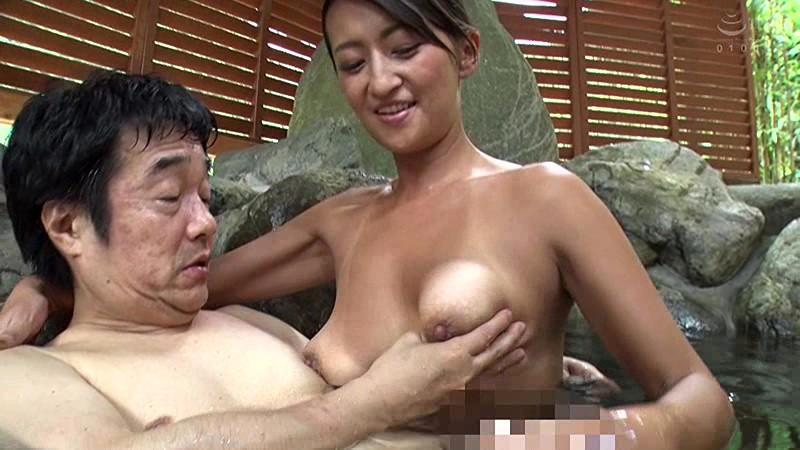 温泉宿でコッソリ営む若女将の露天ソープサービス 吹石れな 画像15