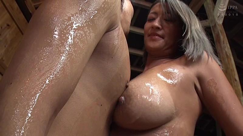 温泉宿でコッソリ営む若女将の露天ソープサービス 吹石れな 画像6
