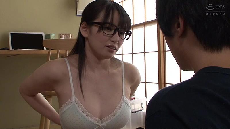 隣の地味な女子大生は隠れ爆乳の眼鏡腐女子 野々原なずな17