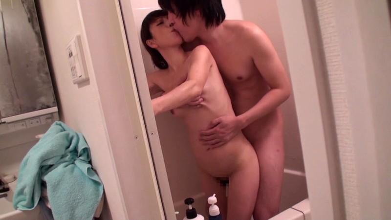 立ちバックで膣出しされて精液が太腿を流れ落ちるのが好き! 4
