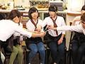 バイト先のカフェで女子スタッフと男はボクひとりの王様ゲー...sample3