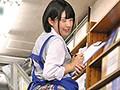 無防備パンチラ!はわざと?ボクのバイト先の本屋の女子○生は、制服姿のままバイトしていてスカートが短く高い所のモノを取ったり、低い所のモノを取ったりする度に無防備にパンチラしまくるもんだから興奮して勃起しまくり!思わずガン見していたら勃起がモロバレ…