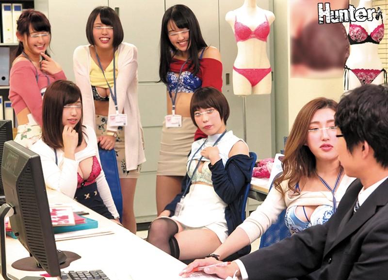 下着メーカーに就職したら男はボク1人でまわりは巨乳過ぎる女子社員だらけ!さらに社内で下着姿になるのは当たり前らしく目のやり場に困ってしまい勃起しまくりです!!当然勃起していたら女子社員に見つかりヤバいと思っていたけど女子社員たちは怒るどころか逆に興奮気味… 1