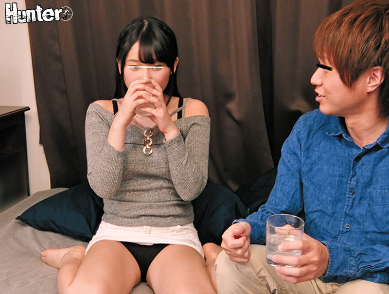 HUNTA-599 Studio Hunter - I Always Used To Think She Was Just A Female Friend, But The Moment She Wore That Amazing Sweater, The One That Was Too Stimulating For Me To See...! I Was Drinking With My Female Friend, And She Missed Her Last Train Home, So We De